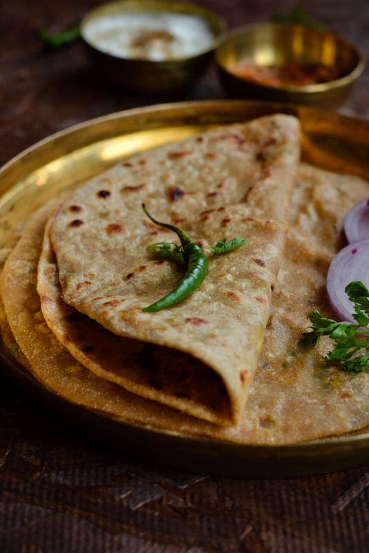 aloo paratha with Green Chili and onion